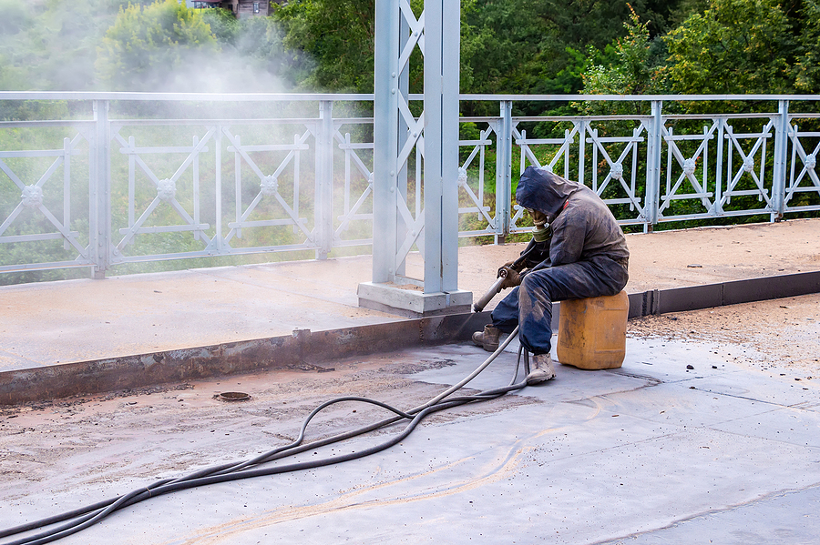 Worker with protective mask for concrete sandblasting