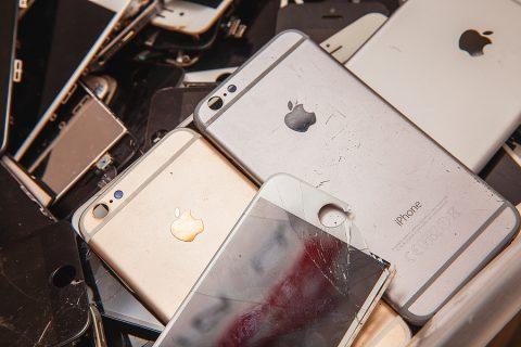 Apple IPhone screen repair service